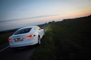 Tesla Model S emotion objekt zum Mieten