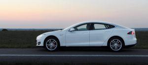 Mietwagen Tesla Model S Limousine mit 700PS zu vermieten